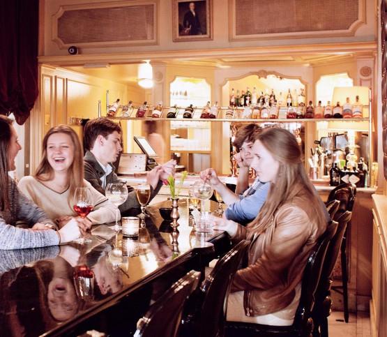 brasserie, bar