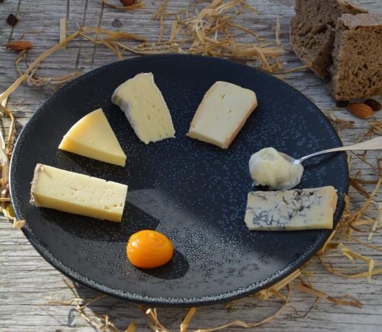 kaasbord, cheese plate