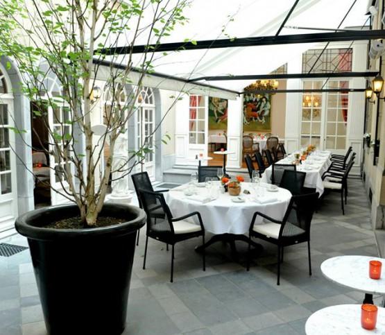 binnenterras, indoor terrace
