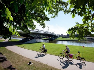 fietsen langs de Leie, riding the bike along the river 'Leie'